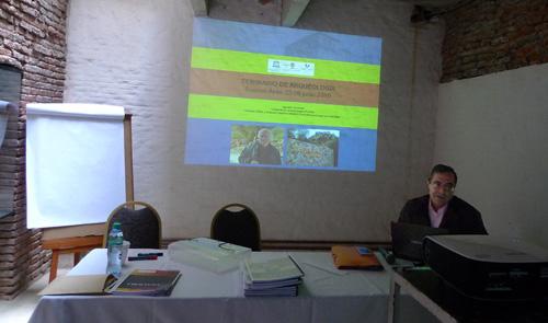 Nuestro director Prof. Agustín Azkarate impartiendo clases en el Seminario de arqueología organizado en Buenos Aires